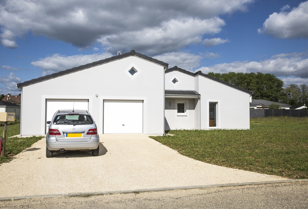 Realisation aquilae 9 les maisons aura for Maison avec garage double