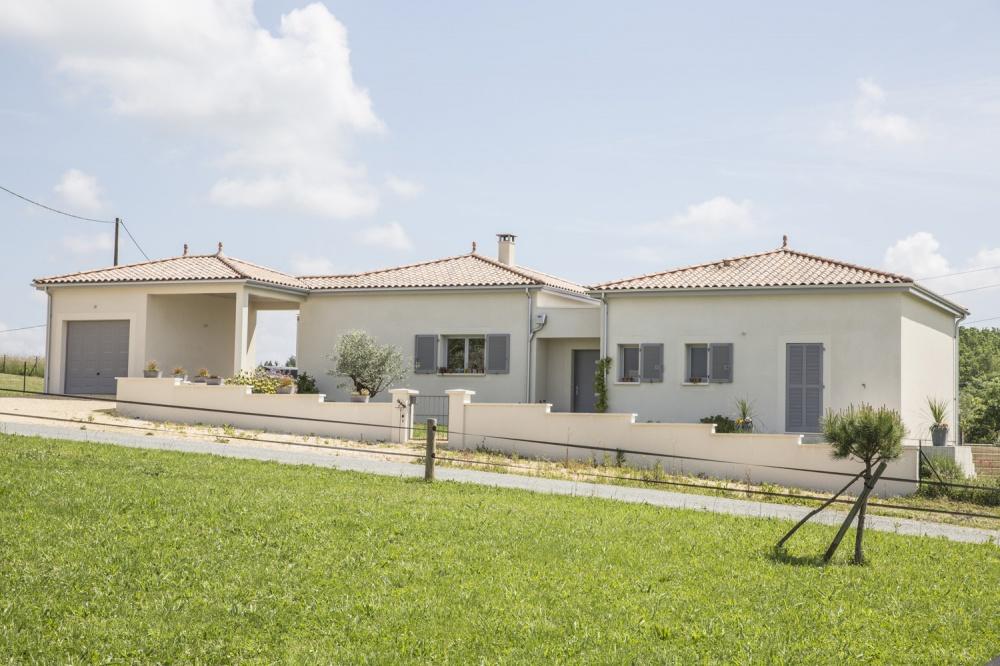 Maison contemporaine de plain-pied avec piscine à Lalinde