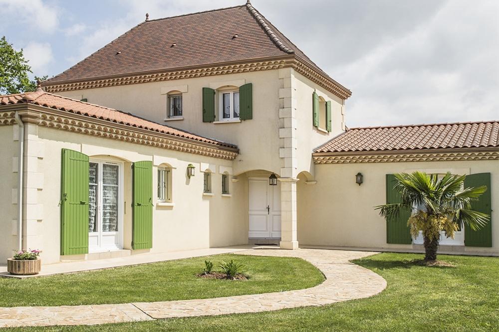 Maison périgourdine avec véranda et piscine à Nantheuil • Les ...