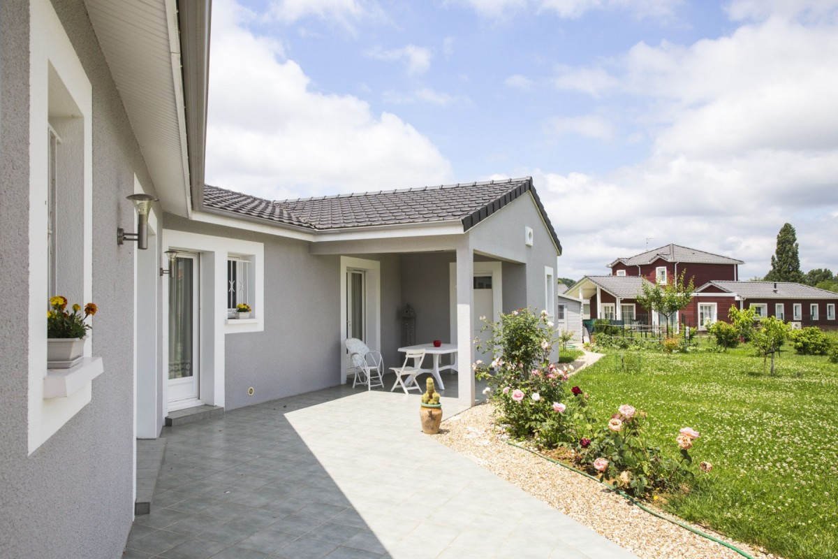 Terrasse extérieure de 26 m² avec son mobilier de jardin