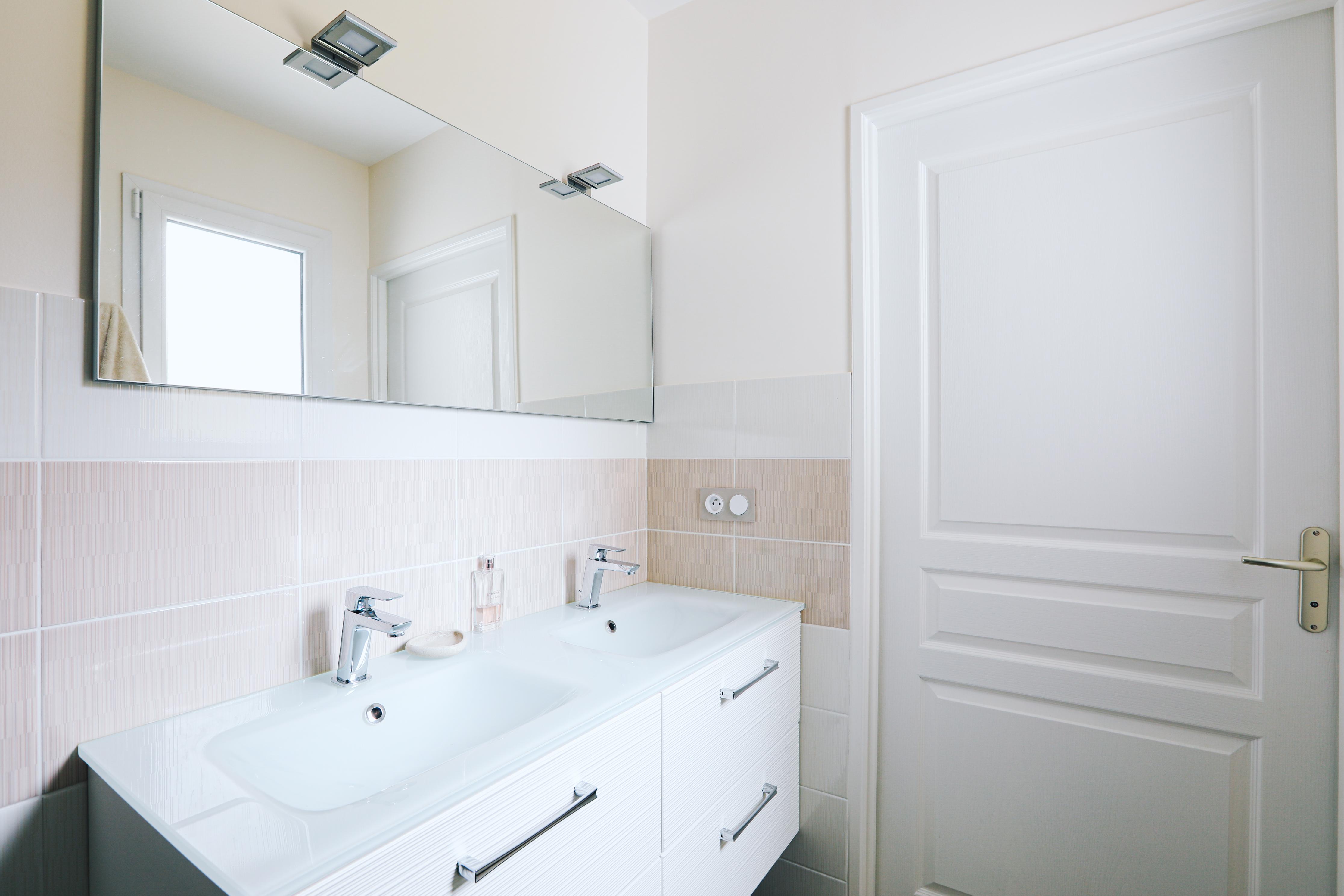 Salle de bain et son meuble double vasque