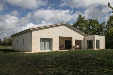 Une maison neuve qui allie tradition et modernité à Trélissac