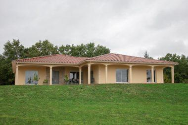 Une maison moderne et traditionnelle à Saint Martial de Nabirat