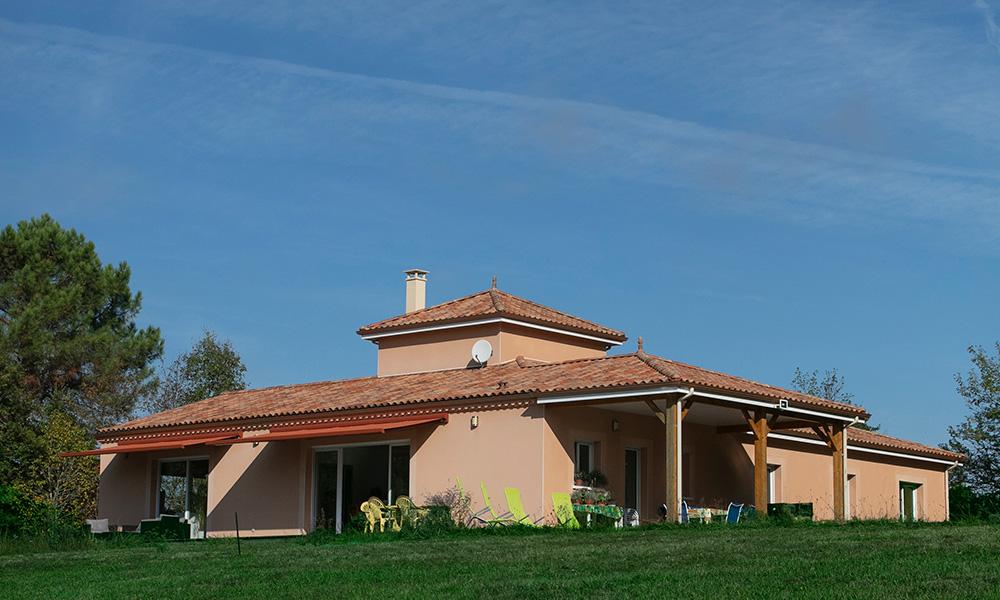 Vue d'une maison moderne et familiale en Dordogne