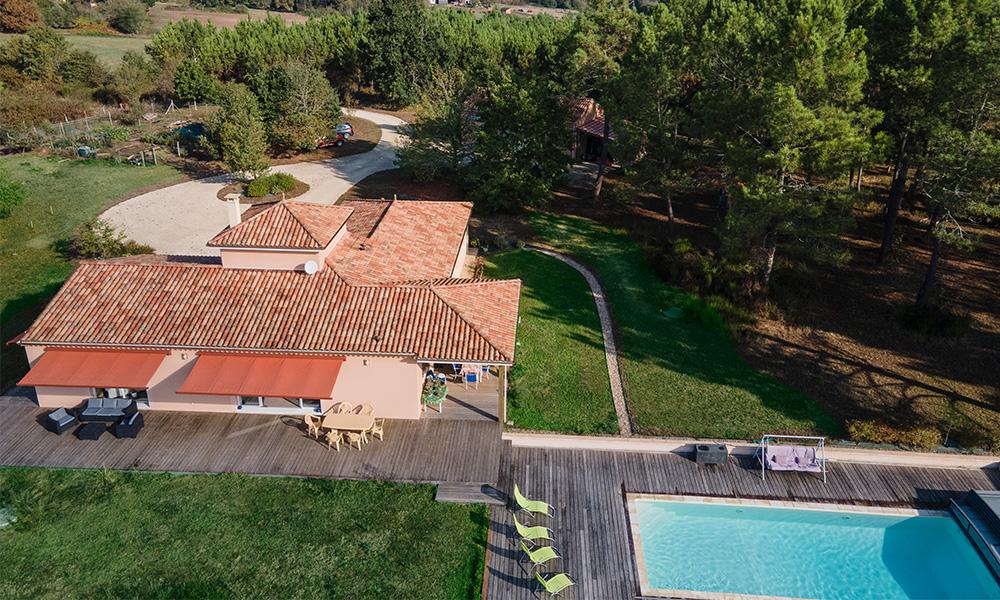 Maison moderne et familiale avec terrasse et piscine