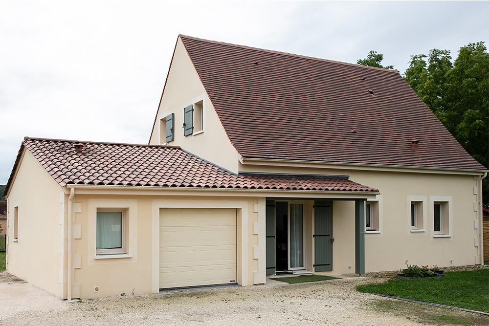 Maison à étage dans le Périgord noir avec toiture forte pente