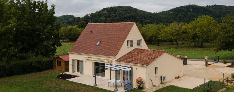 Vuae aérienne d'une maison traditionnelle à Saint Julien de Lampon en Dordogne