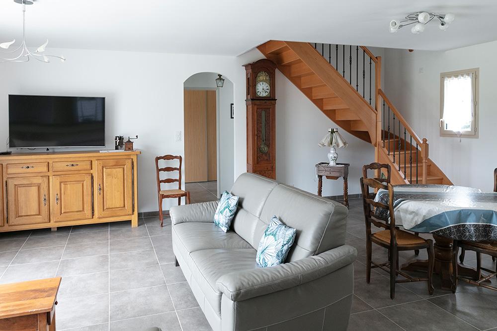 Salon d'une maison à étage en Périgord Noir