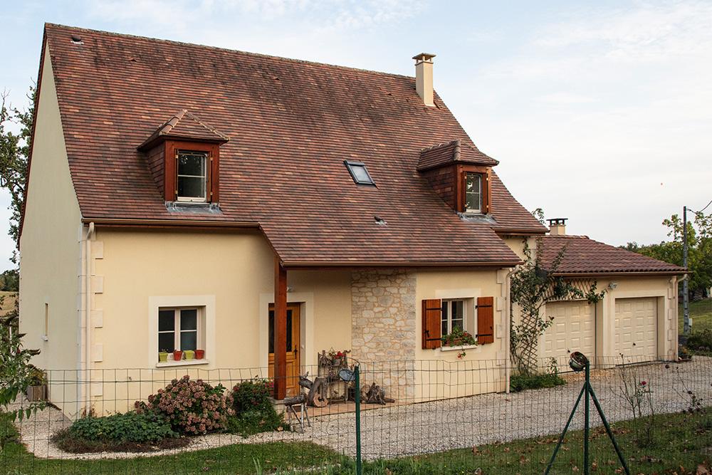 Maison périgourdine avec toiture 120%
