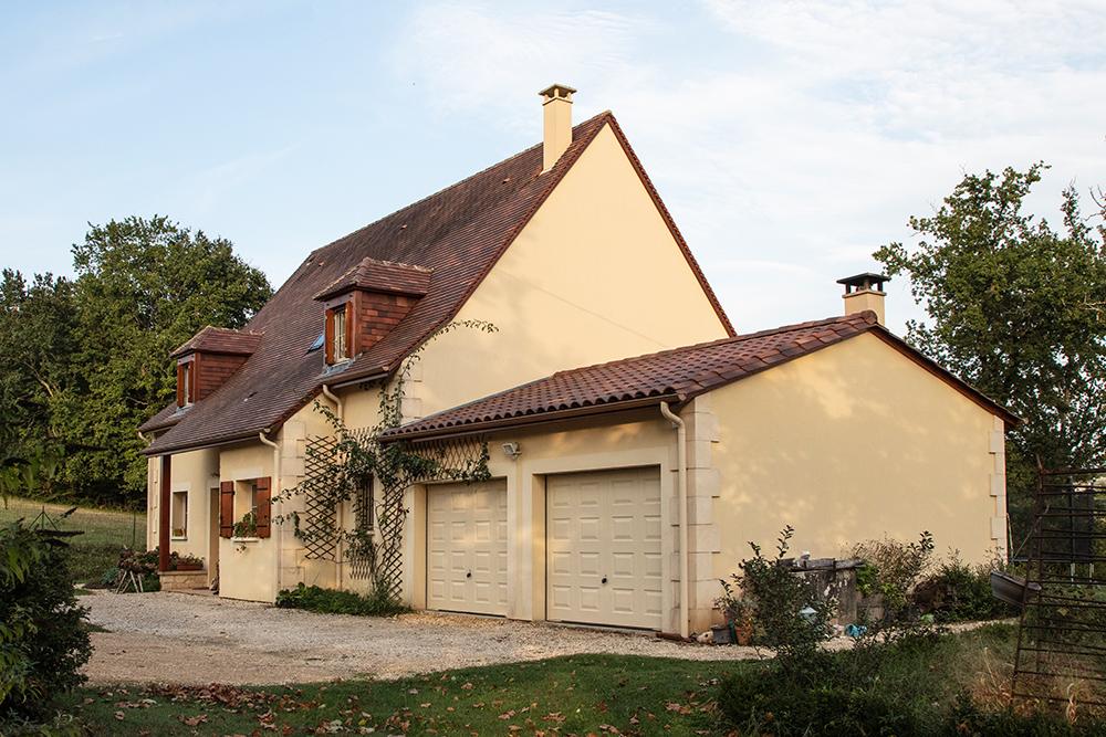 Maison typique de Dordogne avec double garage