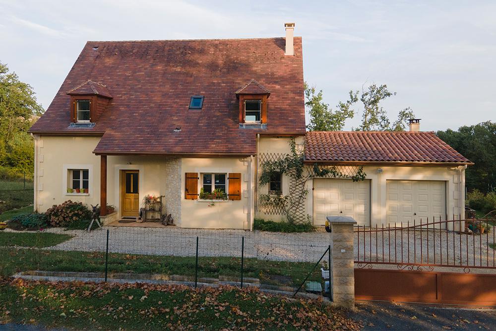 Maison périgourdine avec combles aménagées et double garage
